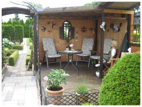 romantischer gartenpavillon gesucht garten forum community. Black Bedroom Furniture Sets. Home Design Ideas